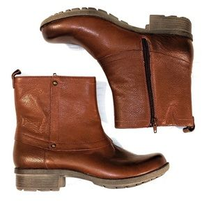Beautiful Clarks Boots size 9.5